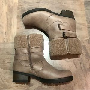 Boots for women White Mountain New size 10